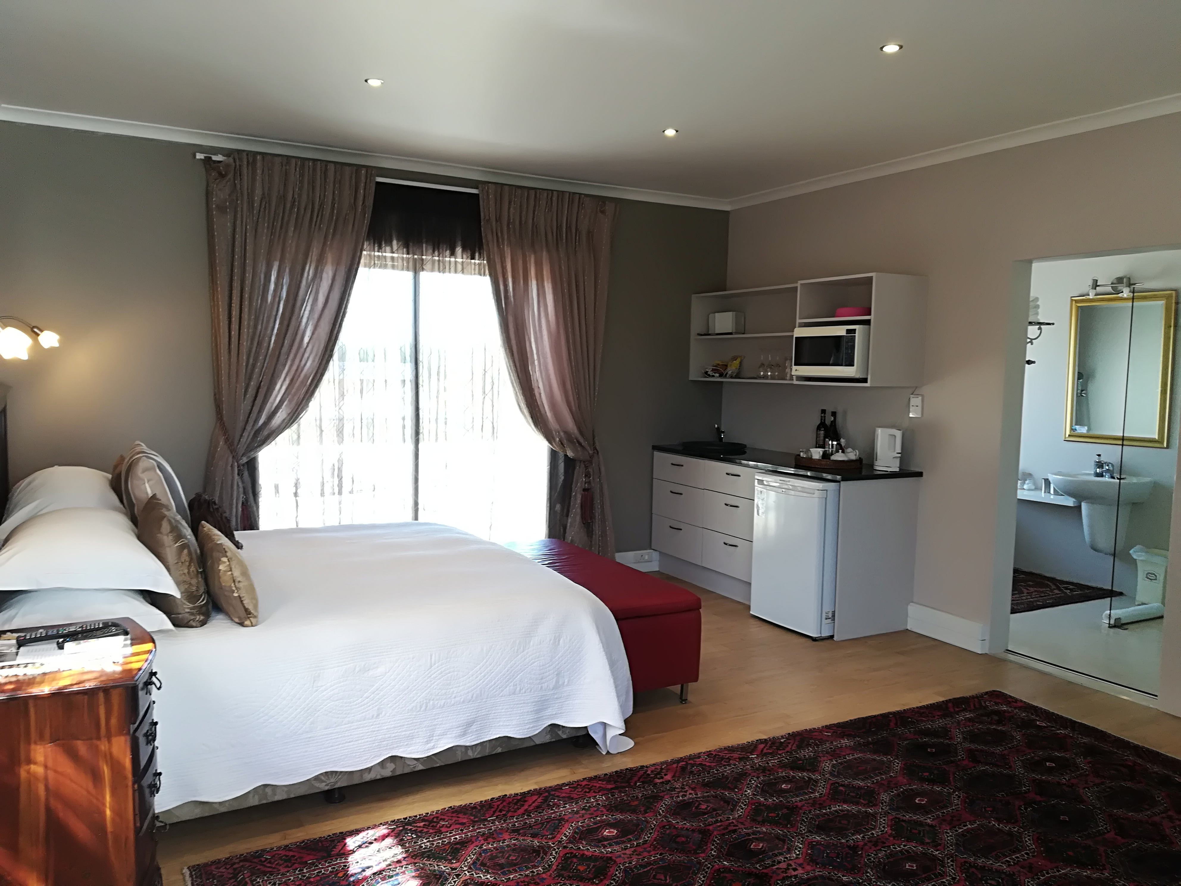 Extra Length King Size Bed Hotel In Durbanville
